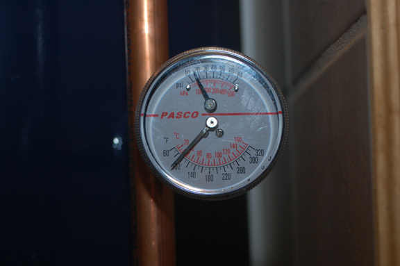 http://www.frugalsquirrels.com/gallery/thermosyphon_system/thermosyphon05.jpg